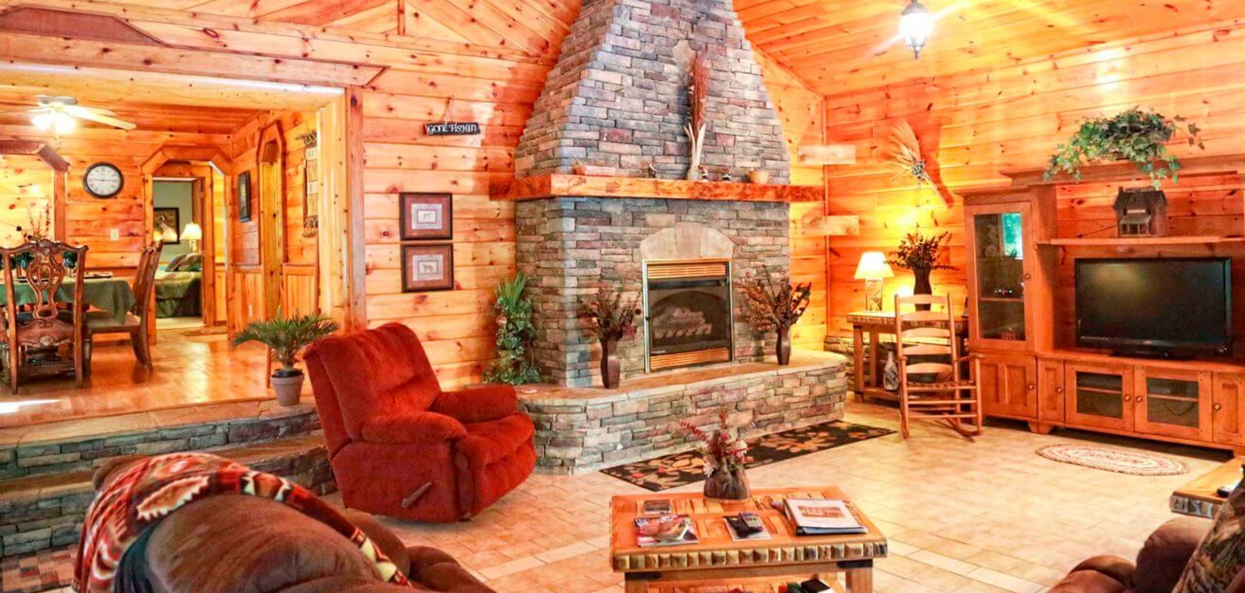 Creek Bend Cabin Rental Living Room